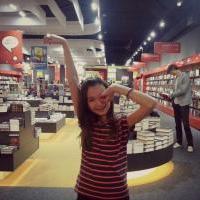 Pózování v knihkupectví .. :DD